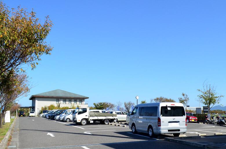 狭山池北堤駐車場