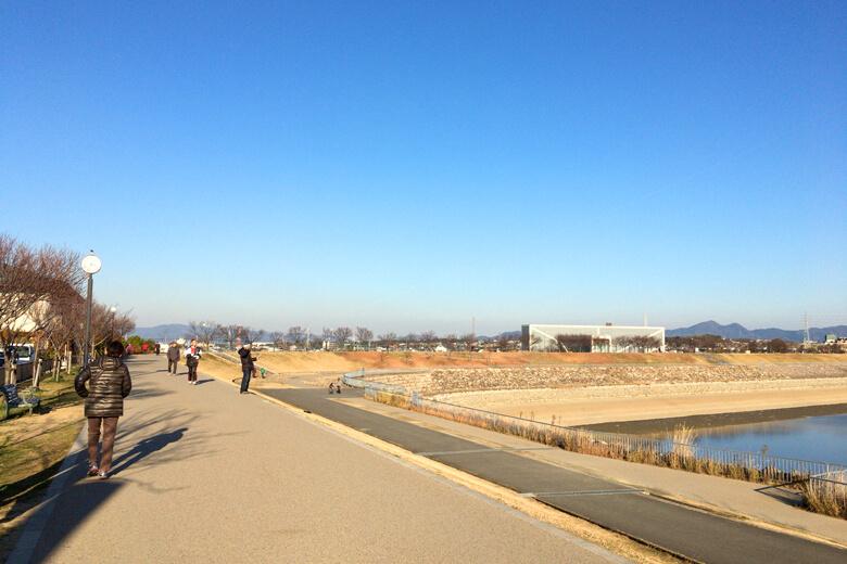狭山池冬暖かい