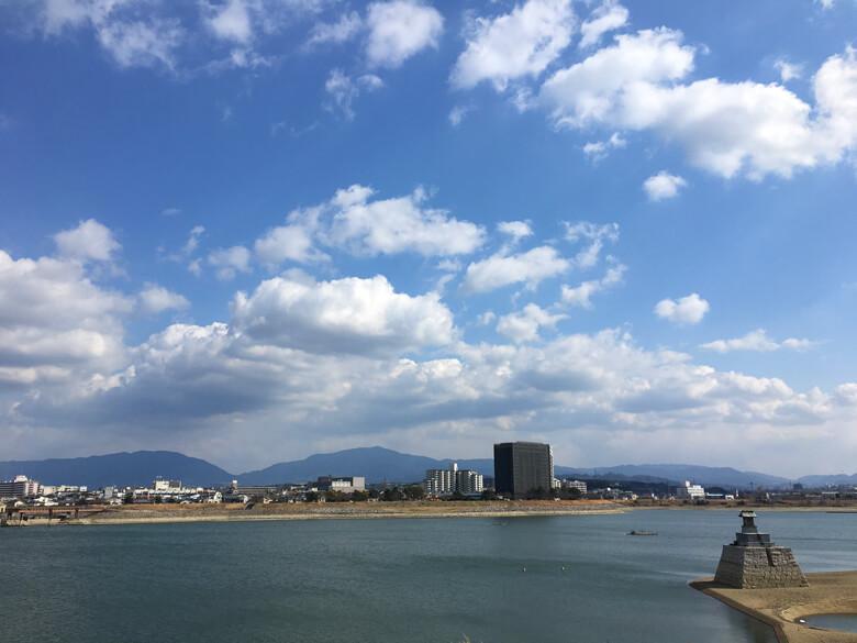 山の上の雲、もこもこ、つながってるポンo(^▽^)o ポポ〜、写真撮ろうとしたら、風でスマホが揺れるポン〜(´Д` )