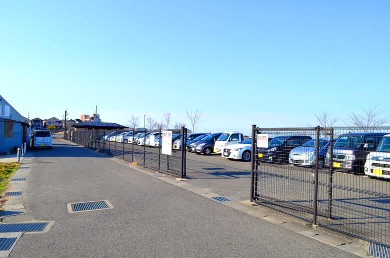 狭山池西堤駐車場