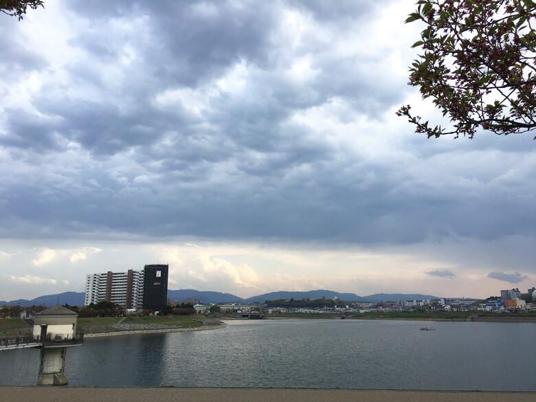 雲もくもくで、風が気持ちいいポン(*^ω^*)