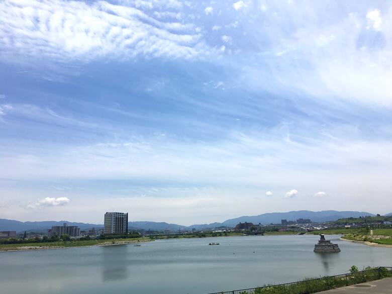 うすい雲の中に、もこもこ雲みっけだポン☆ 雲見てて、楽しいポーン ☆