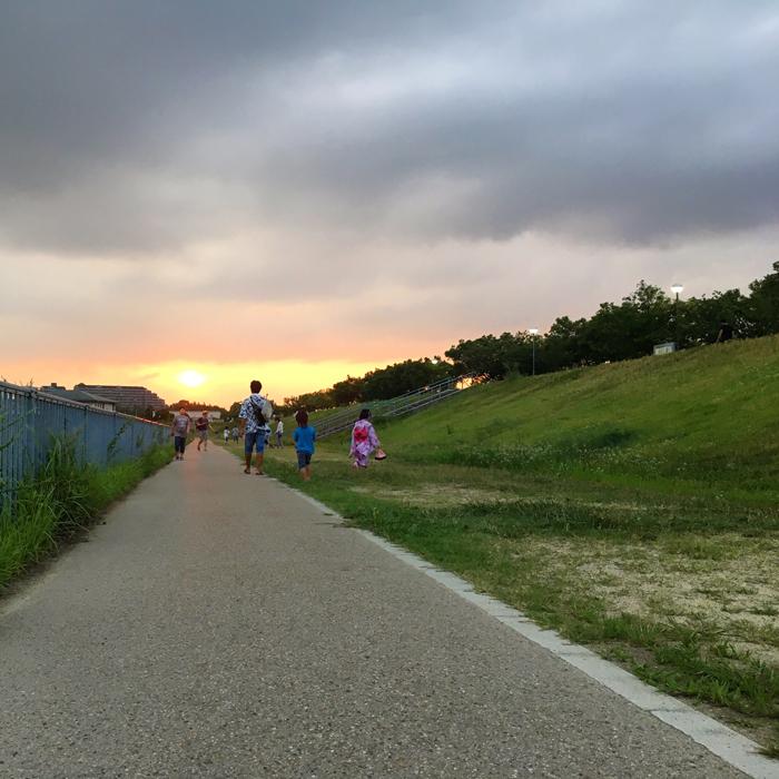 狭山池の夕日と浴衣