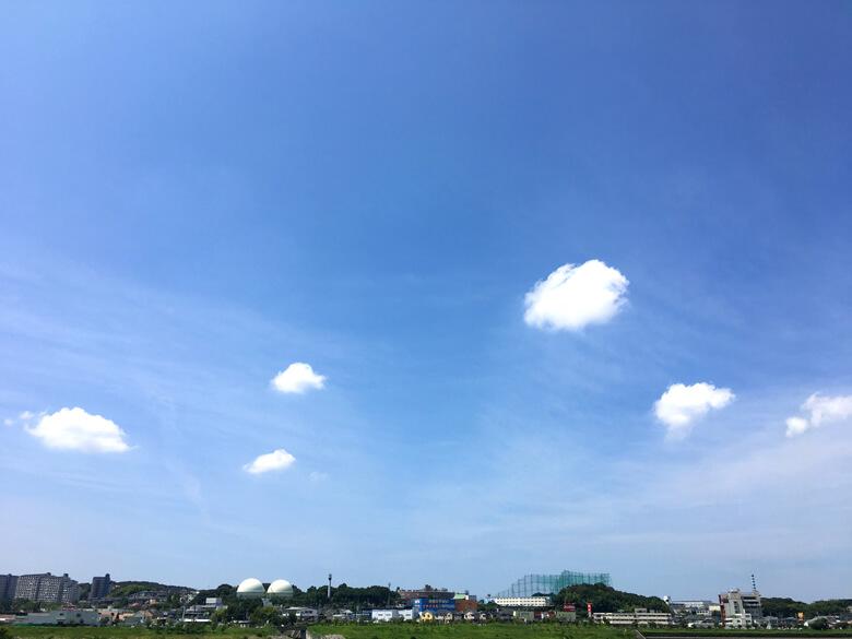 ま〜るい雲たち、泳いでるように見えるポンヽ(*^ω^*)ノ