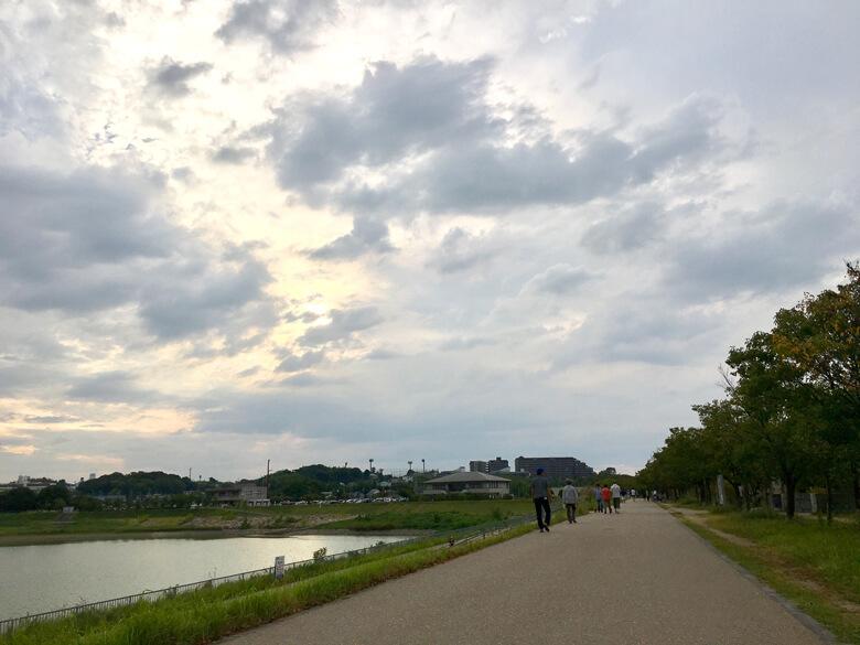 たくさんの人が、狭山池を散歩だポン☆