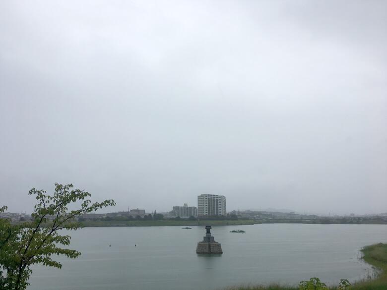 雨の中の龍神社だポン