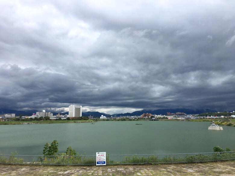 黒い雲もくもく〜だポン☆
