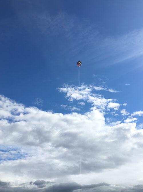 凧、青い空およいでるポン☆