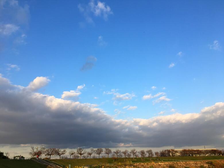 ビヨーン♪となが〜い雲とでっかい空だポン☆