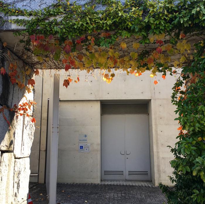 博物館入口紅葉