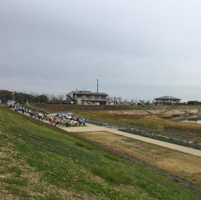 狭山池小学生走る
