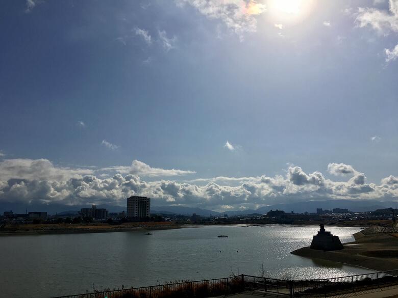 太陽ピカーン☆ 山、もこもこ雲だポーン☆