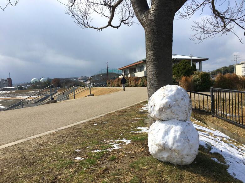 でっかい雪だるまも、見っけだポーン♪