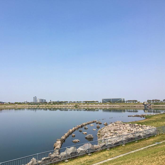 春の陽気の狭山池
