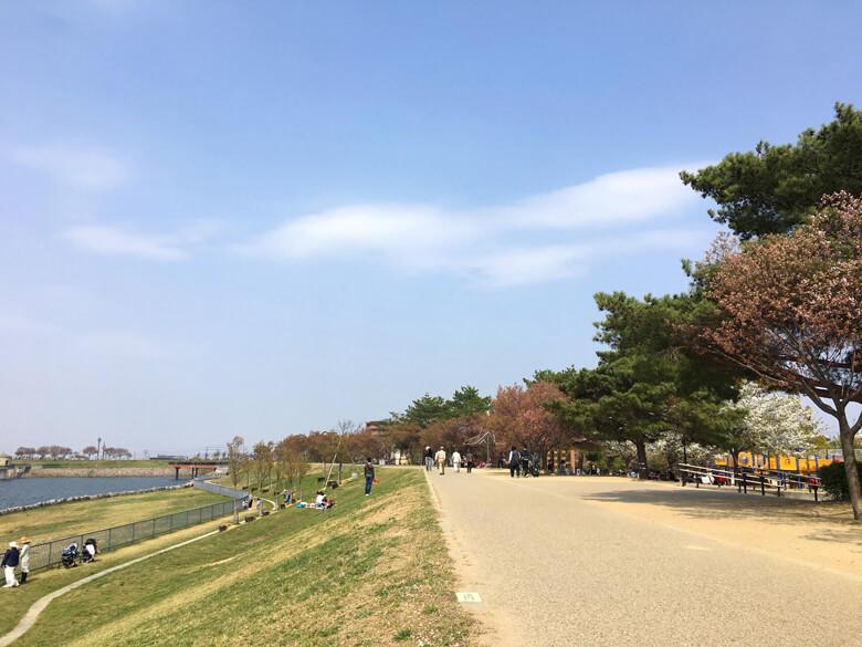 さやか公園、たくさんのみんな、ニコニコ♪楽しそうだポーン☆