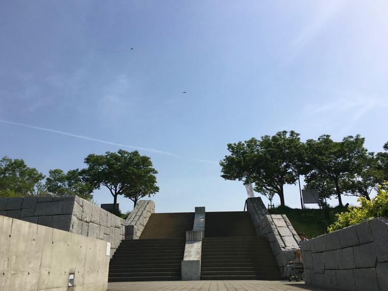 陽ピカーン☆青い空☆凧ゆらゆら〜だポン♪
