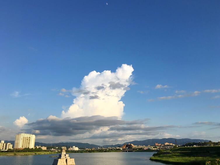 ポポ☆ 月とでっかい雲、龍神社だポン☆