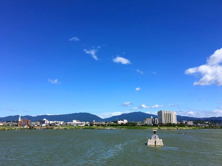 狭山池、緑色だポンよ〜☆ ゆらゆら〜だポン☆